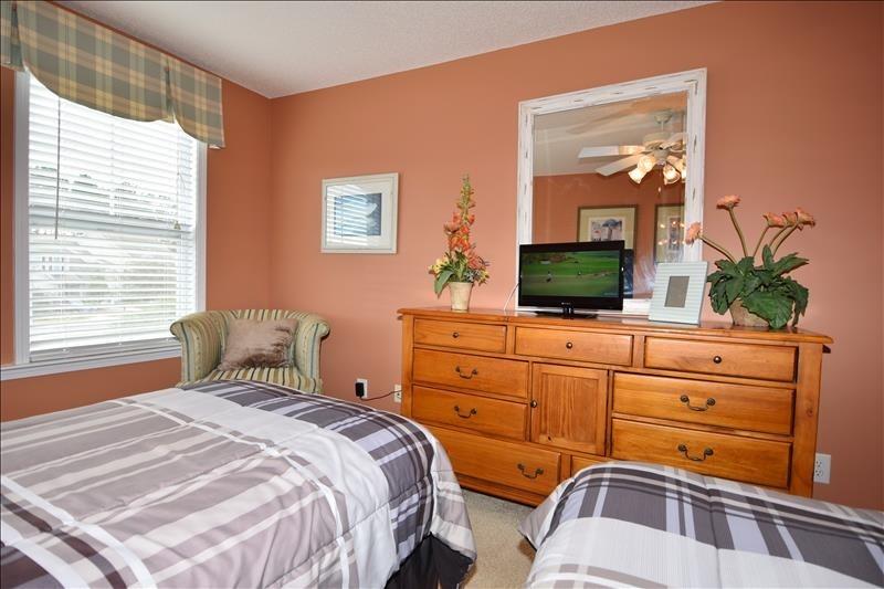 Full/Twin Bedroom TV