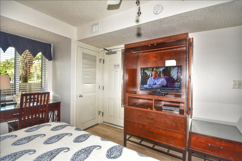 King Bedroom TV