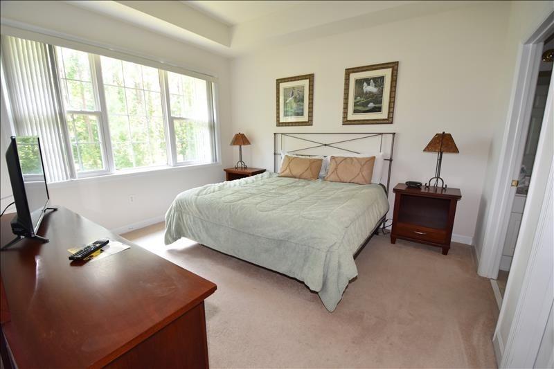 barefoot resort rental bedroom